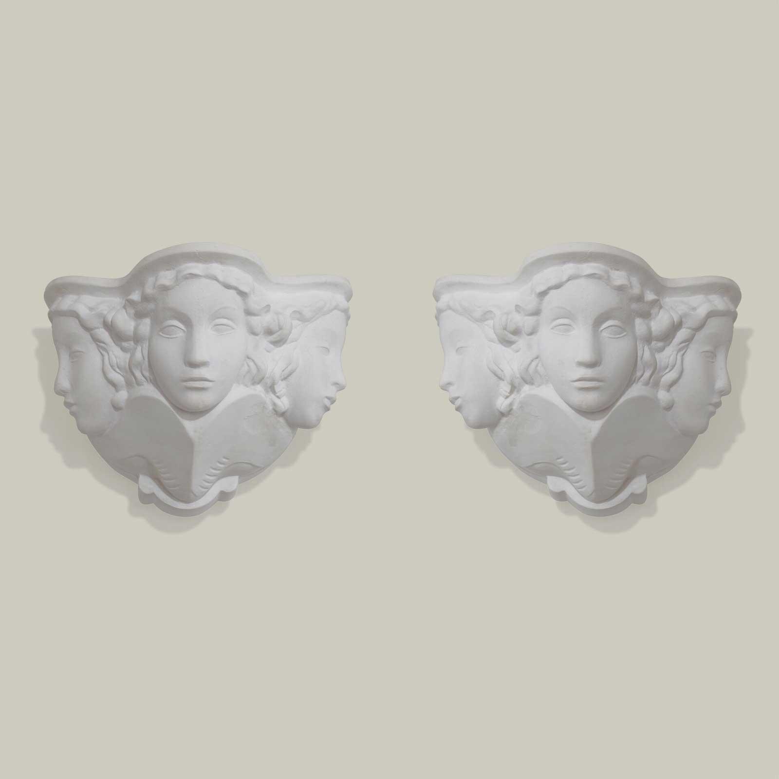 Une paire d'applique en plâtre